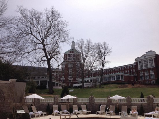 The Omni Homestead Resort: View of hotel from Spa Gardens