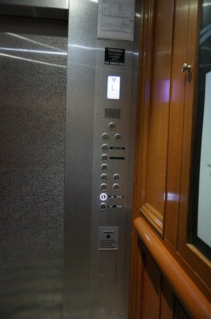 Sama-Sama Hotel KL International Airport: lift