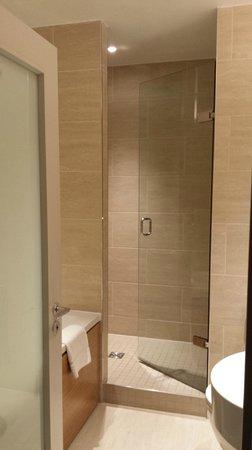 Apex Temple Court Hotel: Bathroom