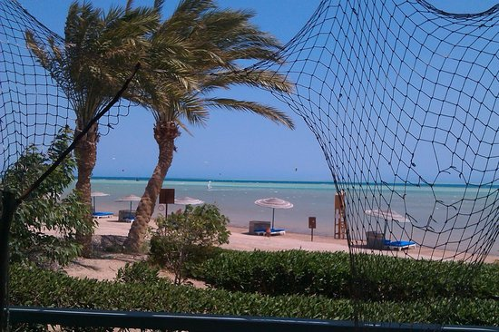 Movenpick Resort & Spa El Gouna: Beach view with Windsurfer