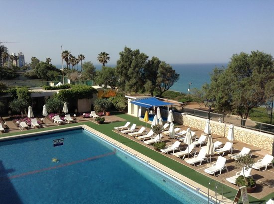 Seasons Netanya Hotel: swimming pool view from the room
