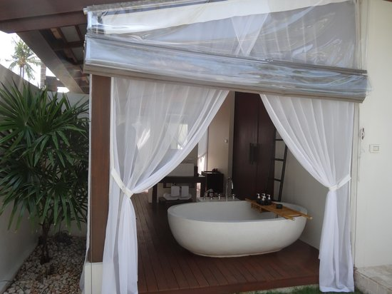 SALA Samui Resort And Spa: Outdoor Bathroom
