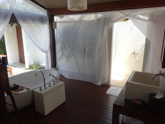 SALA Samui Resort And Spa: Outdoor shower