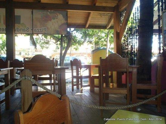 Hotel Villa Taina: Vista desde el interior del restaurant friends