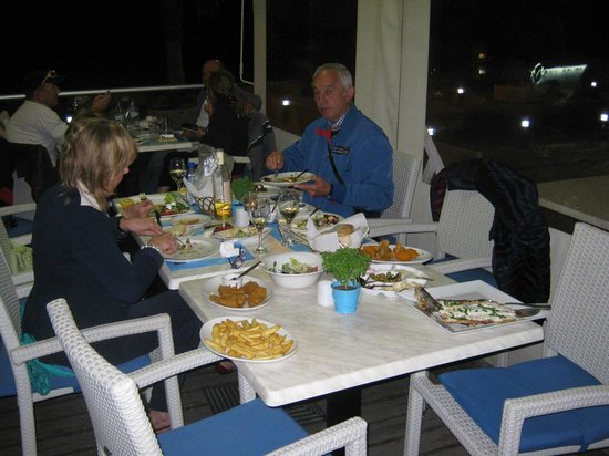 Dionyssos Fish Tavern: Pesce fesco