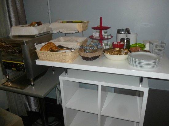 Avalon Hotel Paris: Coin boulangerie du petit déjeuner