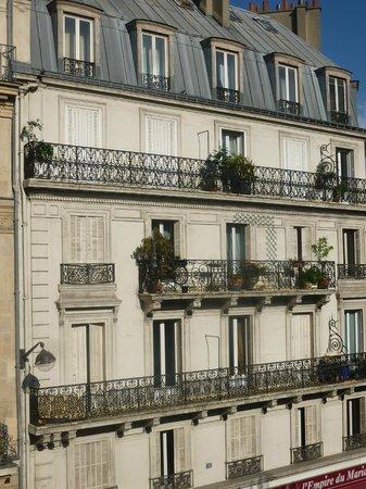 Avalon Hotel Paris: Vue de la chambre