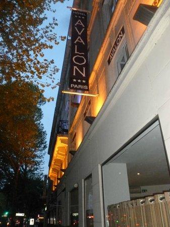 Avalon Hotel Paris: L'hôtel le soir