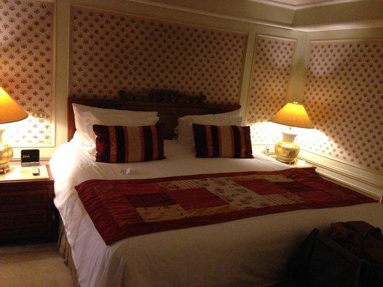Regal Pacific Hotel : Dormitorio