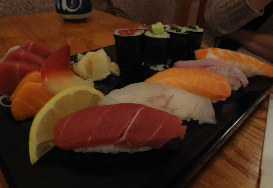 Zen Japanese Restaurant: Nigiri and a Roll