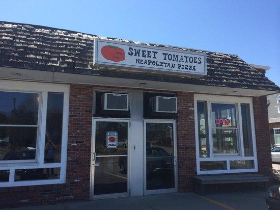 Sweet Tomatoes Neapolitan Pizza: The restaurant