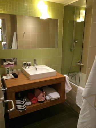 Mercure Paris Gare Montparnasse : Toalett och badrum är skilda åt