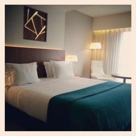 EPIC SANA Lisboa Hotel: Clean, sleek and comfortable room.