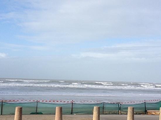 Montalivet, França: океан в январе