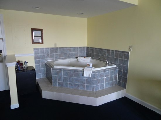 St. Michaels Harbour Inn Marina & Spa: King Jacuzzi Suite