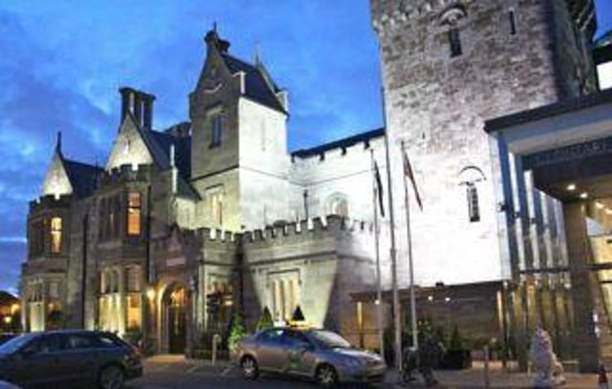 Clontarf Castle Hotel: The Castle @ Night