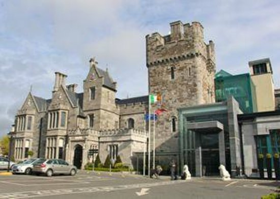 Clontarf Castle Hotel: The Castle @ Daytime