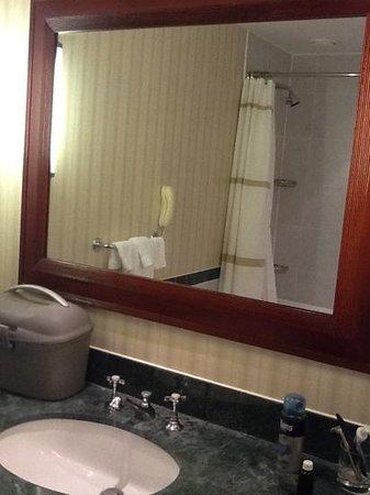 London Marriott Hotel County Hall: salle de bain