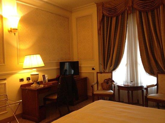 Grand Visconti Palace: Scrittoio e tv