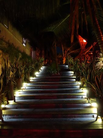 Ahau Tulum : Entrance to Ahau.