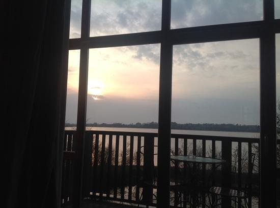 Wineport Lodge: sunset from The Captain's Suite