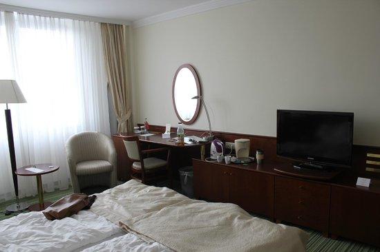 Apollo Hotel: 412