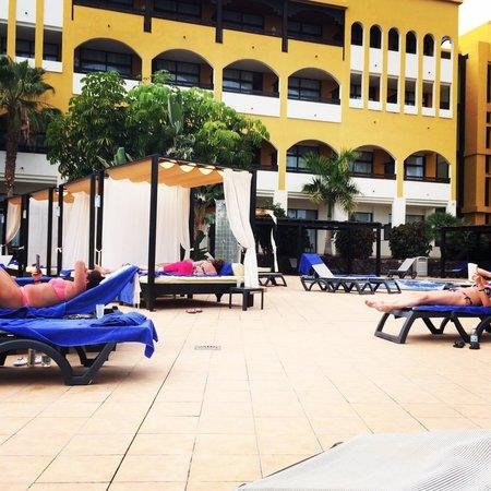 Barcelo Jandia Club Premium : Piscina de camas balinesas