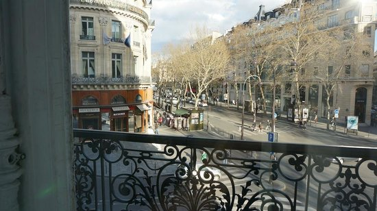 Hôtel Scribe Paris Opéra by Sofitel: View from our room ( Jockey suite, 1st floor)
