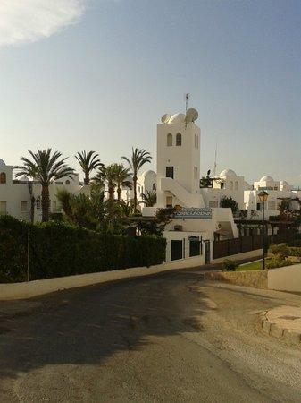 Apartamentos Torrelaguna: zona atras de la urbanizacion