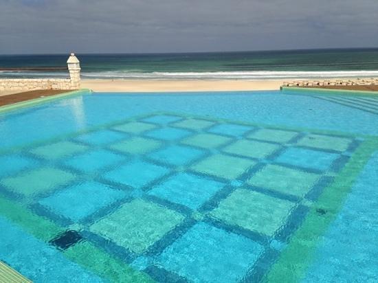 Iberostar Club Boa Vista: Бассейн с видом на океан.
