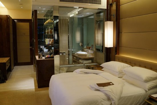 The Fullerton Bay Hotel Singapore: Excellent modern, clean and comfortable room