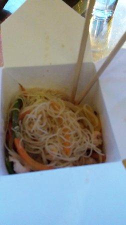 Scandic Malmen: Nodels with chicken - in a take away box