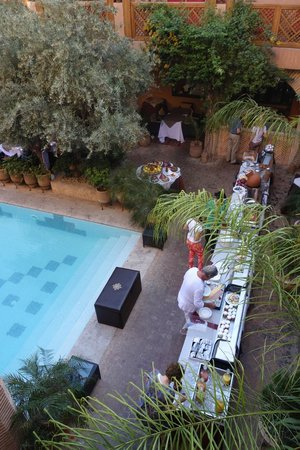 La Maison Arabe : breakfast by the pool