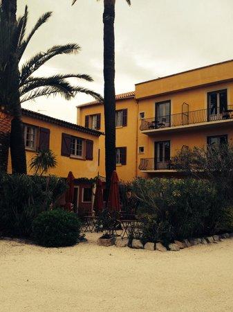 La Bastide du Port : View from parking/hotel entrance