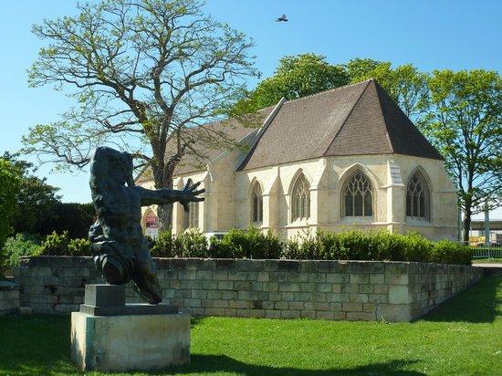 Chateau Ducal : église dans l'enceinte