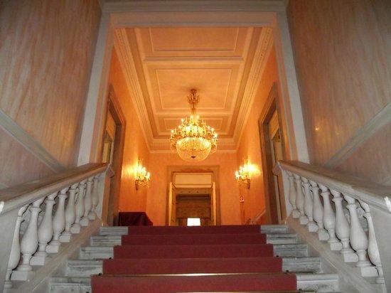 Teatro La Fenice : Escadaria que dá acesso aos camarotes do teatro.