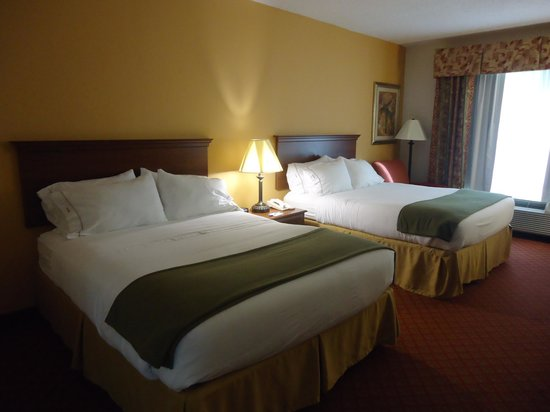 Holiday Inn Express Suites Ocala - Silver Springs: Our big, clean and beautiful room