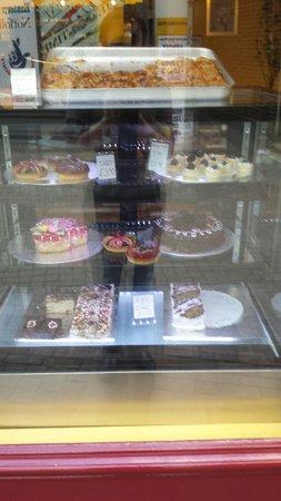 Aslan's Den: Yummy cakes!