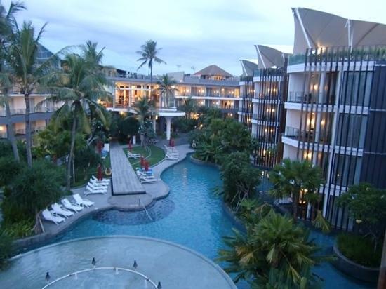 Le Meridien Bali Jimbaran : zwembad gezien vanuit de sky-bar