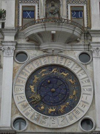 Torre dell'Orologio : Relógio da torre.