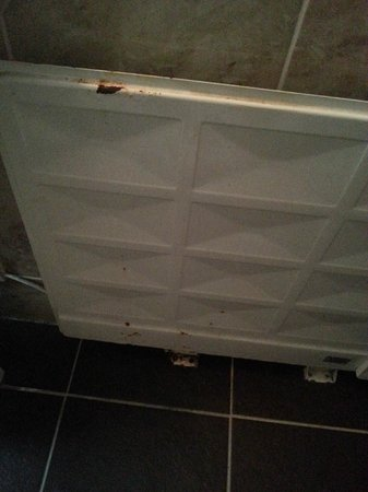 Gilson Hotel: rusty radiator that sounded like a car ticking over