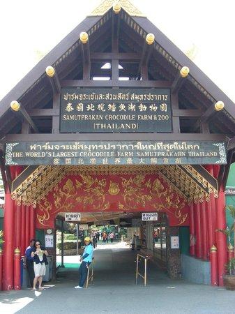 Samutprakan Crocodile Farm and Zoo : entrance of Crocodile farm