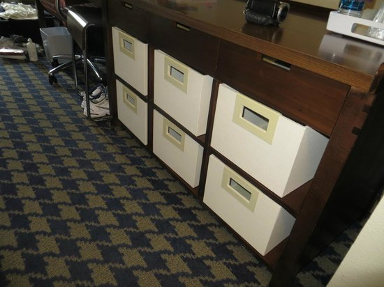 Four Points By Sheraton French Quarter: boxes instead of a dresser