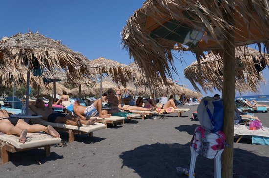 Perissa Beach : Chairs and Umbrellas