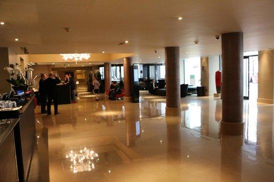 The May Fair Hotel : Hotel Lobby