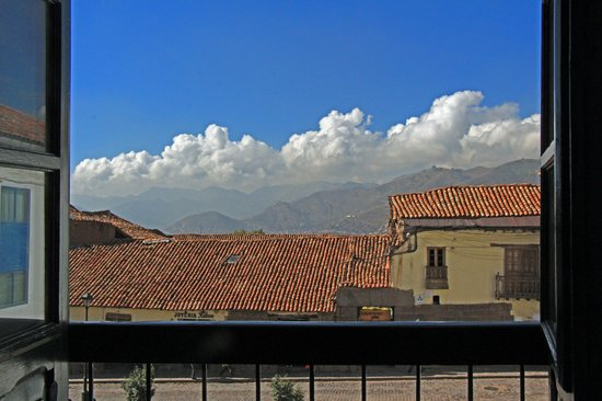Casa Andina Private Collection Cusco : The view into the local square  from our front balcony