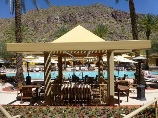 The Canyon Suites at The Phoenician: Pool dining