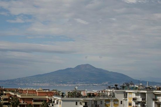 B&B Les Chic: Vesuvius from our room