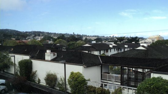 Days Inn Monterey Downtown: Vista do quarto