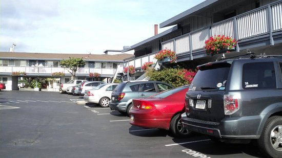 Days Inn Monterey Downtown: Estacionamento